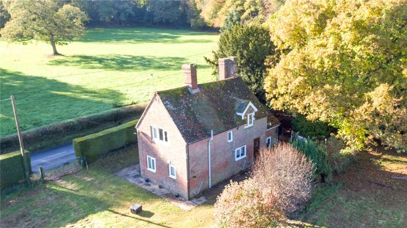 3 Bedrooms Detached House for sale in Romsey Road, East Wellow, Romsey, Hampshire, SO51