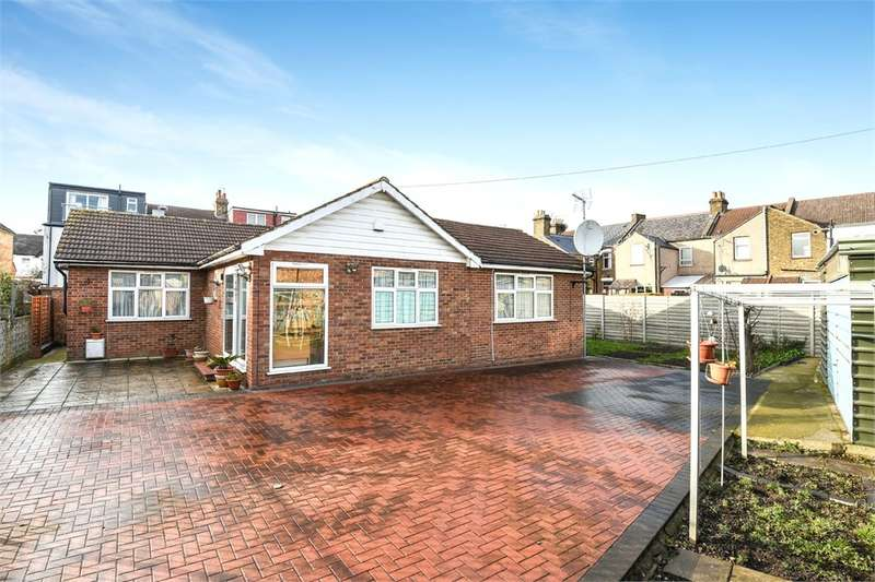 2 Bedrooms Detached Bungalow for sale in Moss Close, London, N9
