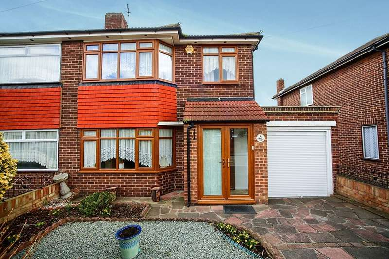 3 Bedrooms Semi Detached House for rent in Foresters Crescent, Bexleyheath, DA7