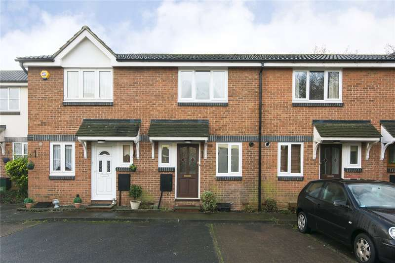 2 Bedrooms Terraced House for rent in Grove End, London, E18