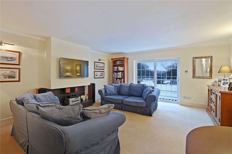 2 Bedrooms Flat for sale in Whales Yard, West Ham Lane, London, E15