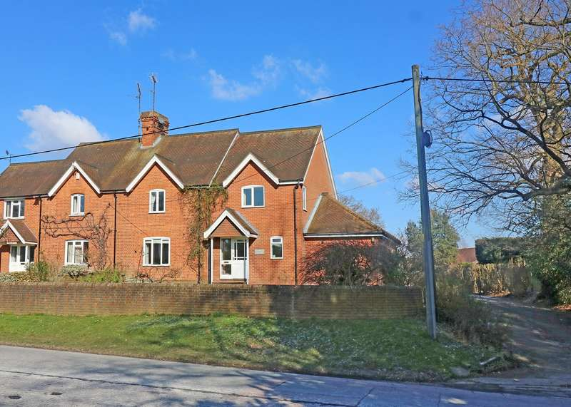 3 Bedrooms House for sale in Farthings Hill, Horsham, West Sussex, RH12