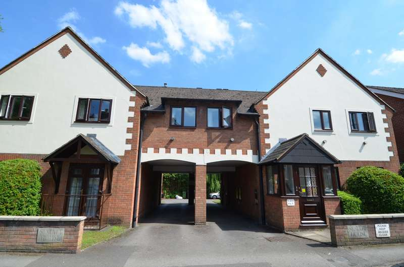 2 Bedrooms Flat for sale in Simatt House, Station Road, Loudwater, HP10