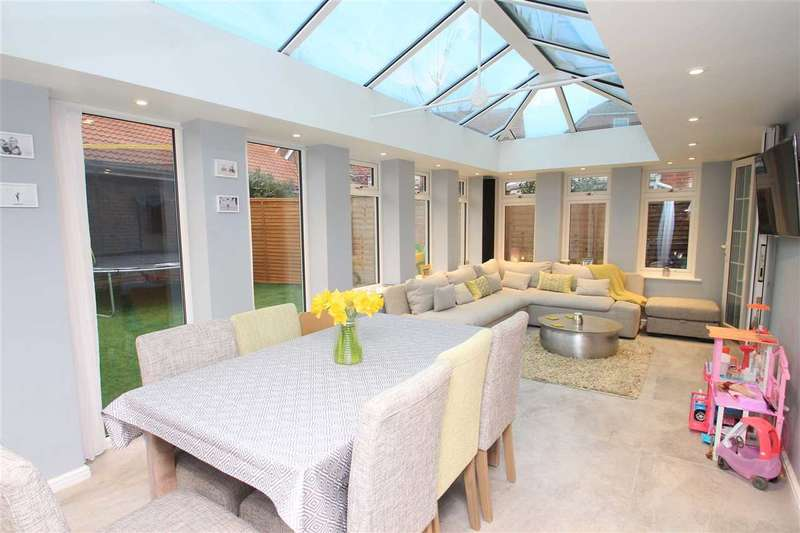 6 Bedrooms Detached House for sale in Century Drive, Grange Farm, Kesgrave, Ipswich