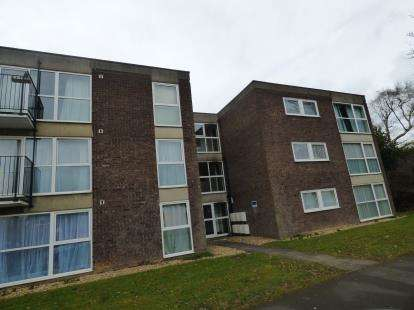 2 Bedrooms Flat for sale in Abbey Lodge, Landcross Drive, Abington Vale, Northampton