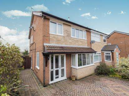 3 Bedrooms Semi Detached House for sale in Broadhill Road, Stalybridge, Greater Manchester