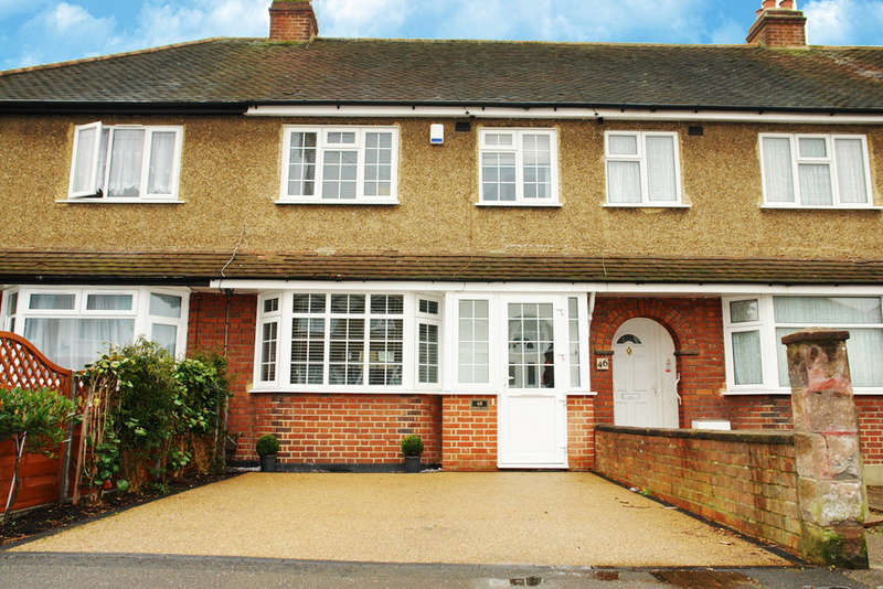3 Bedrooms Terraced House for sale in Ronelean Road, Tolworth, Surrey