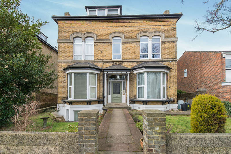 Flat for sale in Glen View, Gravesend, DA12