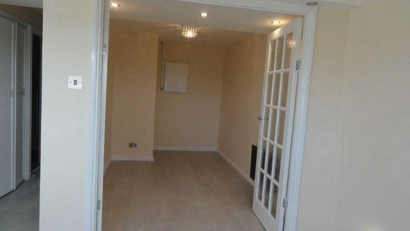 1 Bedroom Flat for sale in Gurnell Grove, Ealing