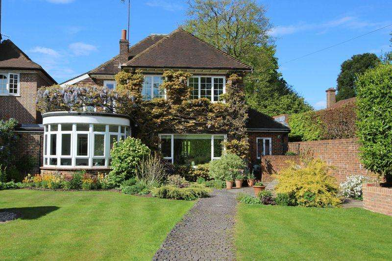 4 Bedrooms Detached House for sale in Walton on the Hill