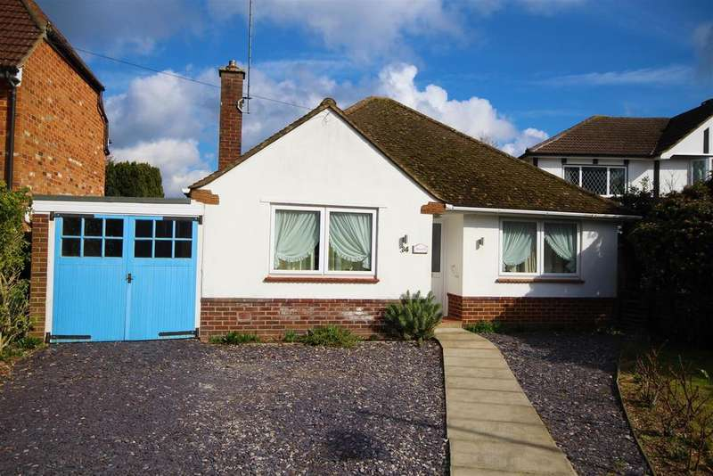 2 Bedrooms Detached Bungalow for sale in Crockhamwell Road, Woodley, Reading