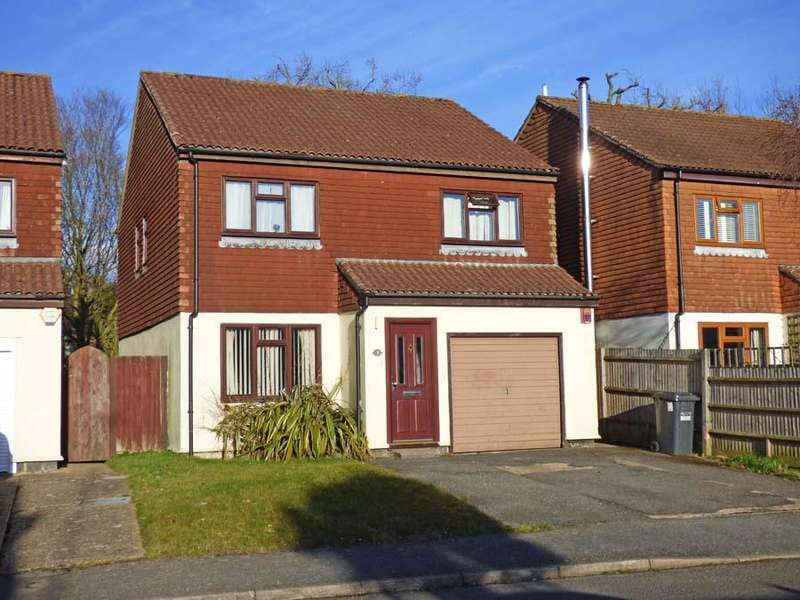 4 Bedrooms House for sale in Chestnut Close, Burgess Hill, RH15