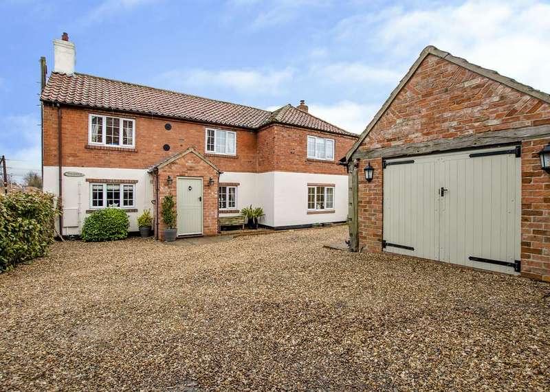 3 Bedrooms Detached House for sale in Main Street, Laneham, Retford