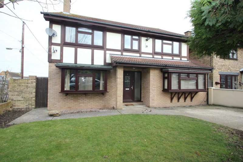 4 Bedrooms Detached House for sale in The Drive, Hullbridge