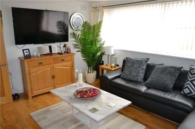 2 Bedrooms Flat for sale in Comrie Close, Coventry, West Midlands