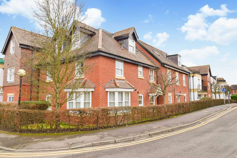2 Bedrooms Flat for sale in Penn House, Jennery Lane, Burnham, SL1