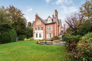 3 Bedrooms Maisonette Flat for sale in Calverley Park Gardens, Tunbridge Wells, Kent, .