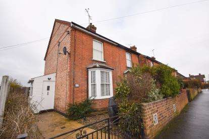 2 Bedrooms Semi Detached House for sale in Burnham On Crouch, Essex
