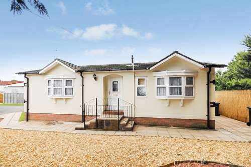 2 Bedrooms Park Home Mobile Home for sale in Stour Park, Northbourne
