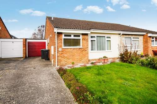 2 Bedrooms Bungalow for sale in Sturminster Road, Muscliffe