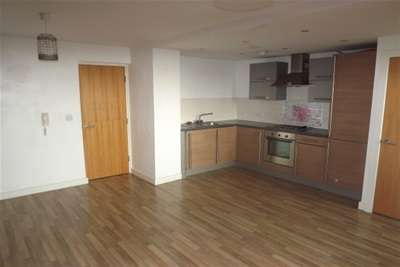 2 Bedrooms Flat for rent in Beech Rise, L33 8WY