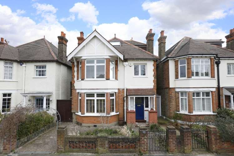 5 Bedrooms Detached House for sale in Weigall Road London SE12