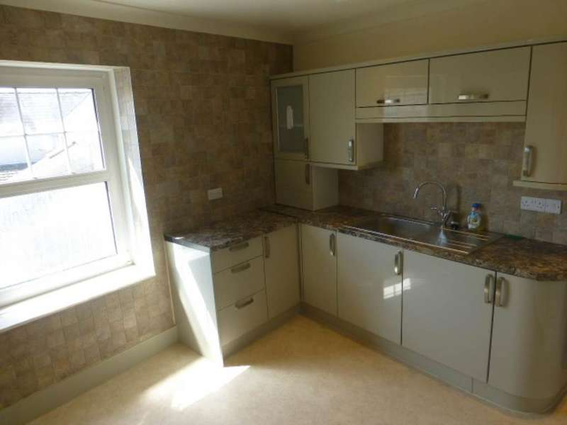 3 Bedrooms Flat for rent in St Clears, ,