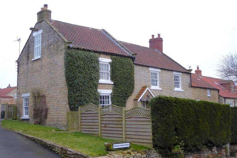 5 Bedrooms Detached House for sale in Middle Farm House, High Street, Nawton YO62 7TT