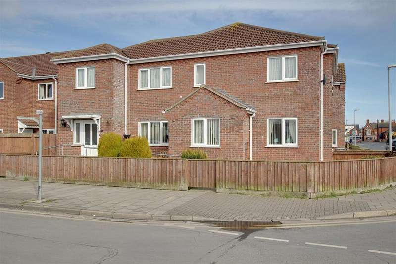3 Bedrooms Semi Detached House for sale in Seacroft Road, Mablethorpe