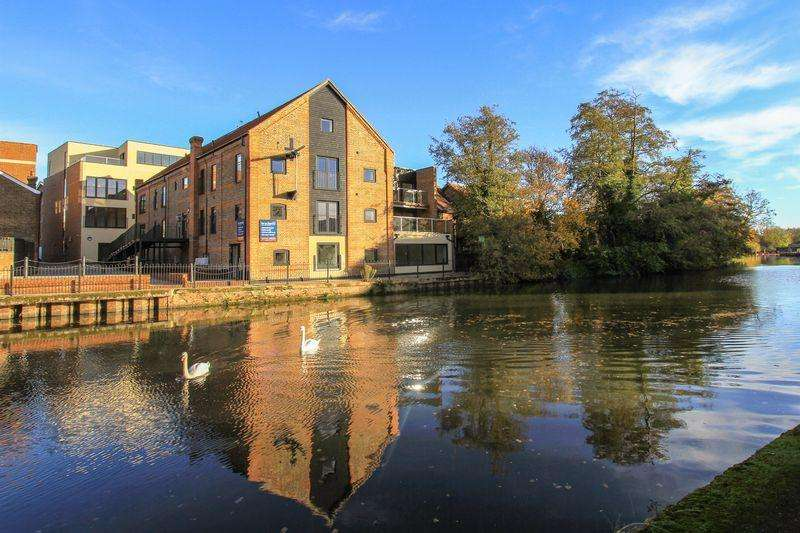 3 Bedrooms Penthouse Flat for sale in Lyons Crescent, Tonbridge