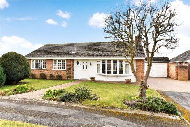 3 Bedrooms Detached Bungalow for sale in Brompton Drive, Maidenhead, Berkshire