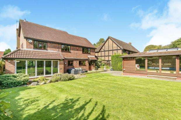 5 Bedrooms Detached House for sale in Fetcham, Leatherhead, Surrey