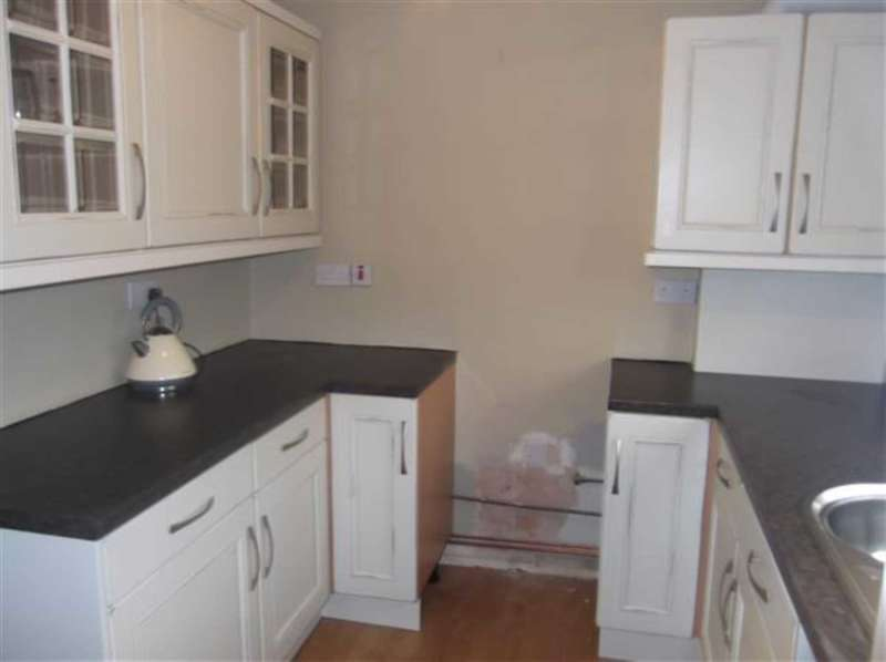 2 Bedrooms Terraced House for rent in Wyndale Road, Oldham