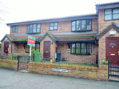 2 Bedrooms Flat for sale in Archers Croft, Bromborough, Wirral, CH62