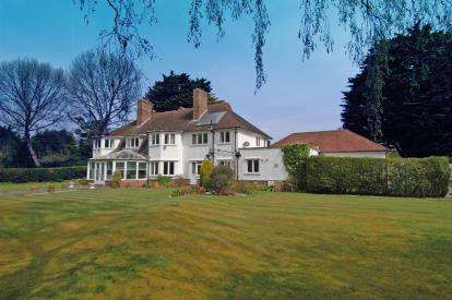 5 Bedrooms Detached House for sale in Croft Drive East, Caldy, Wirral, CH48