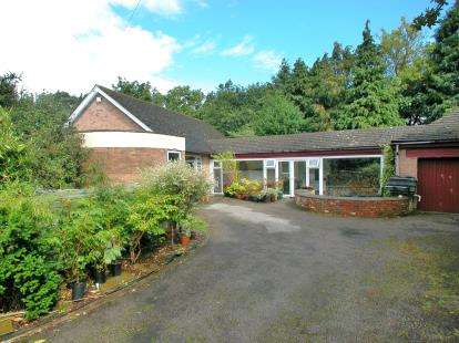 4 Bedrooms Bungalow for sale in Neston Road, Willaston, Cheshire, CH64