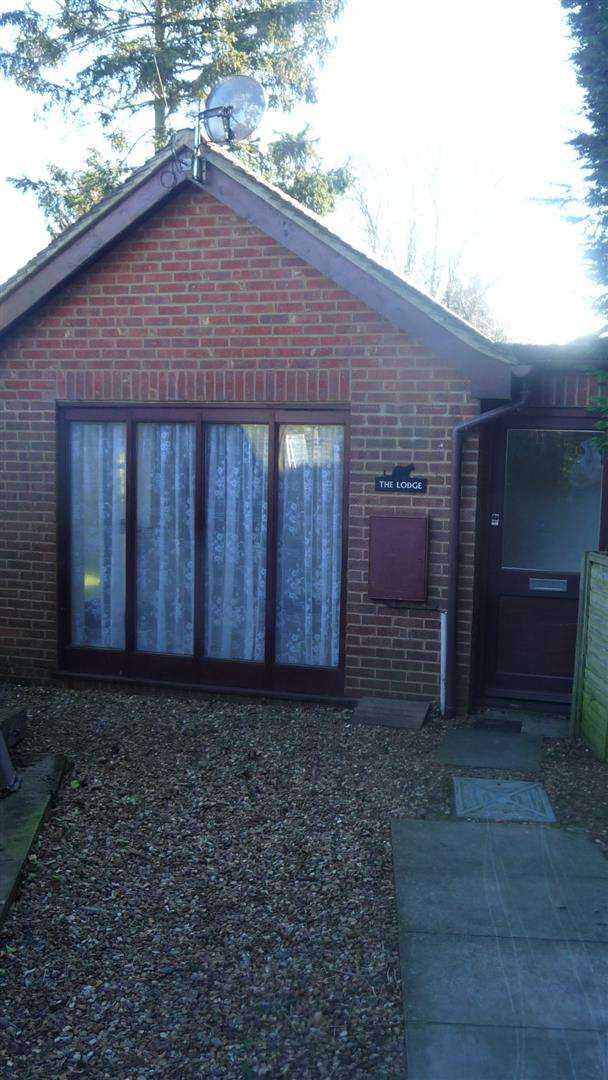 1 Bedroom Bungalow for rent in Stoke Road, Linslade, Leighton Buzzard