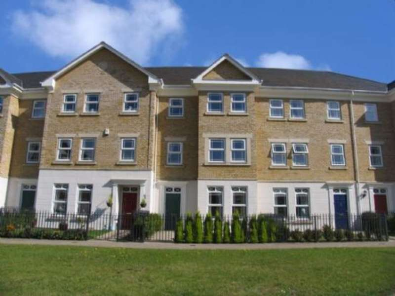 5 Bedrooms Town House