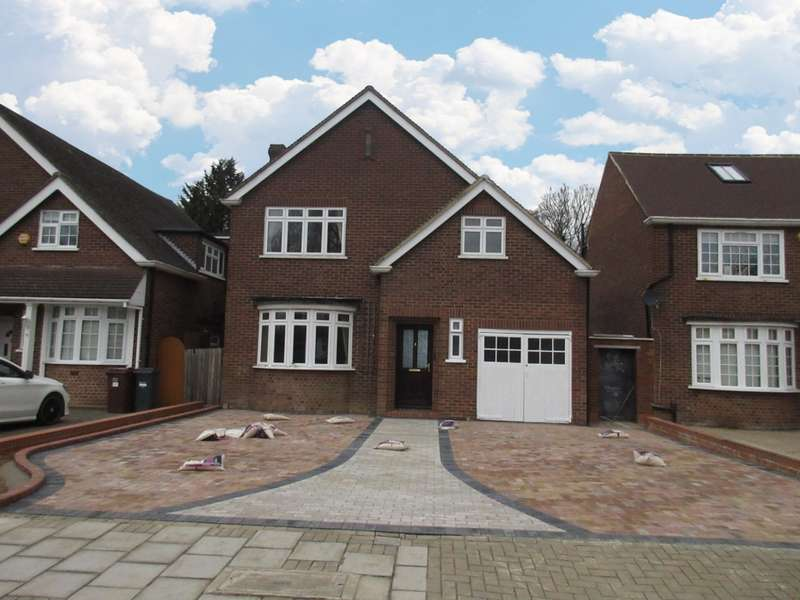 4 Bedrooms Detached House for rent in Seymour Gardens, Feltham, TW13