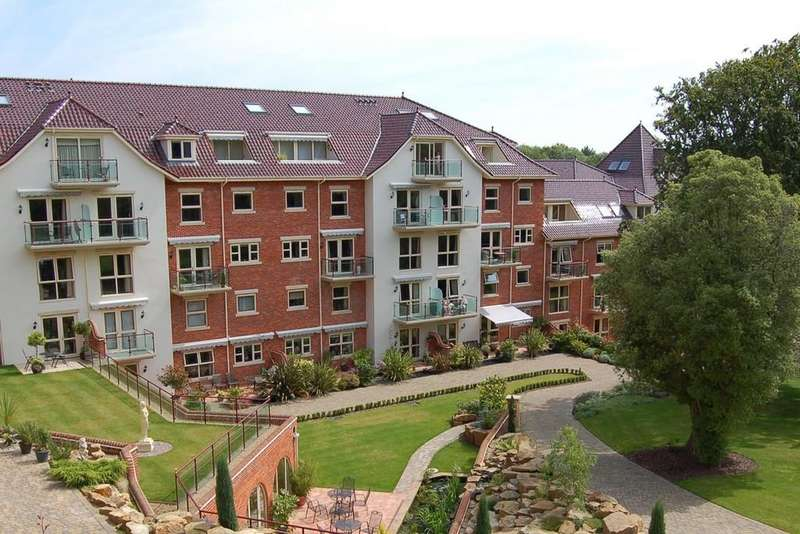 3 Bedrooms Apartment Flat for sale in Sheringham House