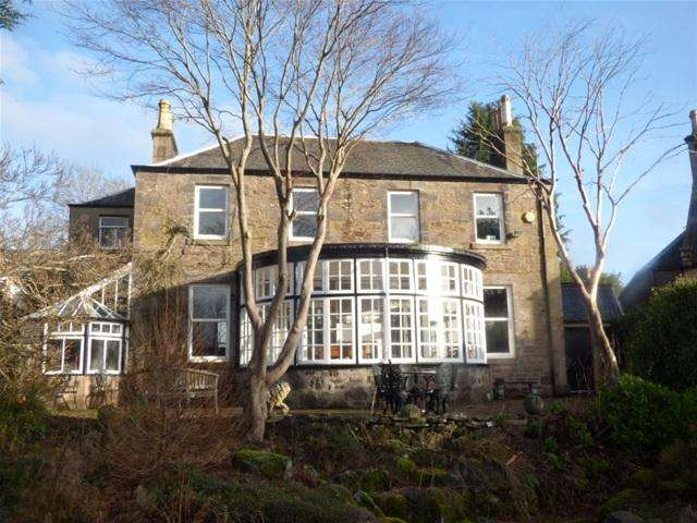 5 Bedrooms Detached House for sale in Ewanfield, Crieff