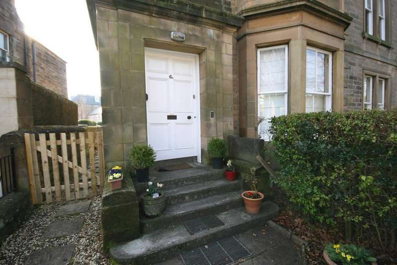 4 Bedrooms Flat for rent in Crawfurd Road, Edinburgh