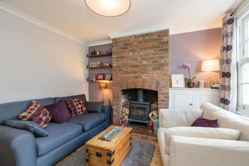 2 Bedrooms Terraced House for sale in Ravens Lane, Berkhamsted HP4