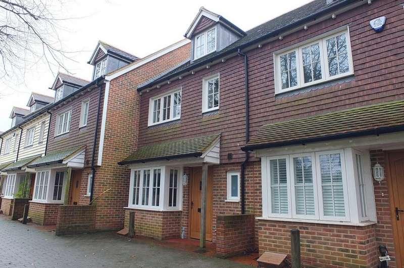 3 Bedrooms House for sale in Water Lane, Handcross, RH17