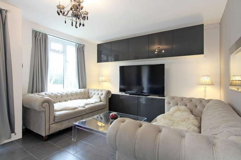 2 Bedrooms Flat for sale in Ducie House, Whitnel Way