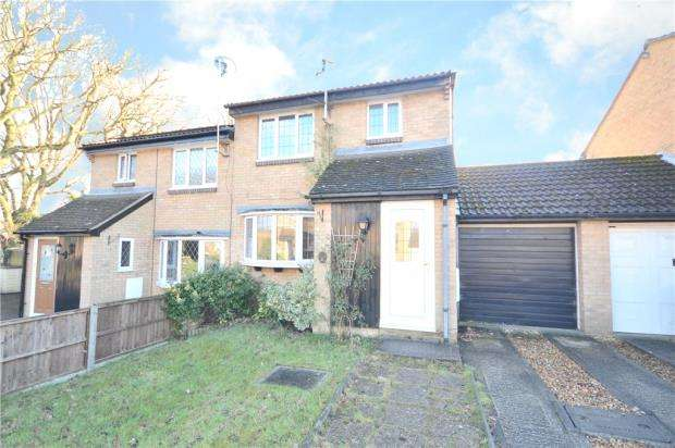 3 Bedrooms Semi Detached House for sale in Wargrove Drive, College Town, Sandhurst