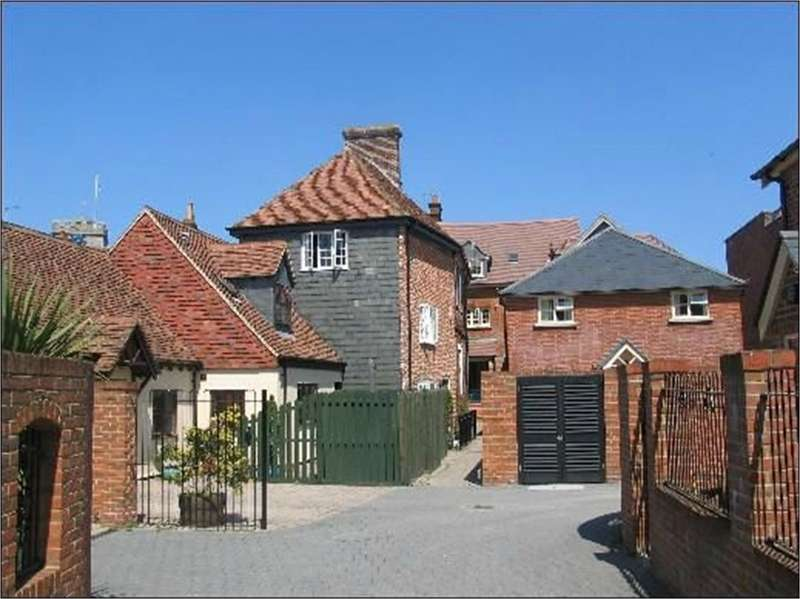 2 Bedrooms Flat for sale in The George Mews, RINGWOOD, Hampshire