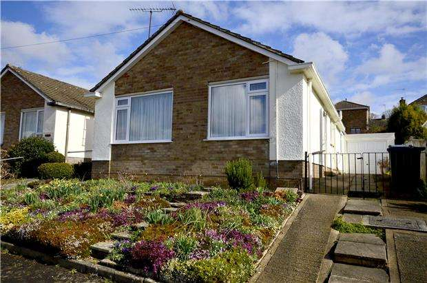 2 Bedrooms Detached Bungalow for sale in Southgate Crescent, Stroud, Gloucestershire, GL5 3TS