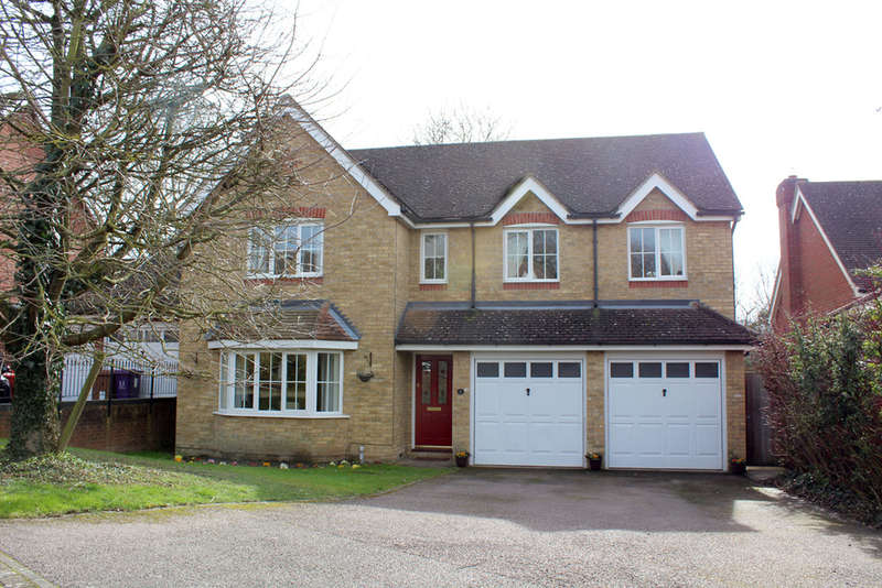 5 Bedrooms Detached House for sale in Limekiln Close, Royston