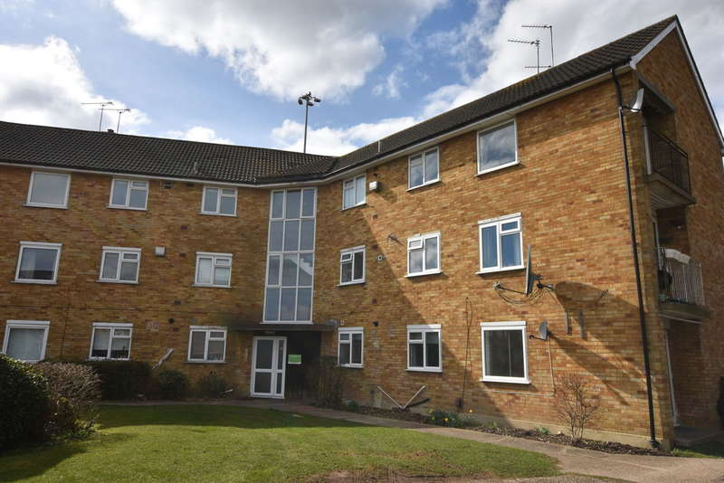 2 Bedrooms Flat for sale in Orbital Crescent, Garston , Watford